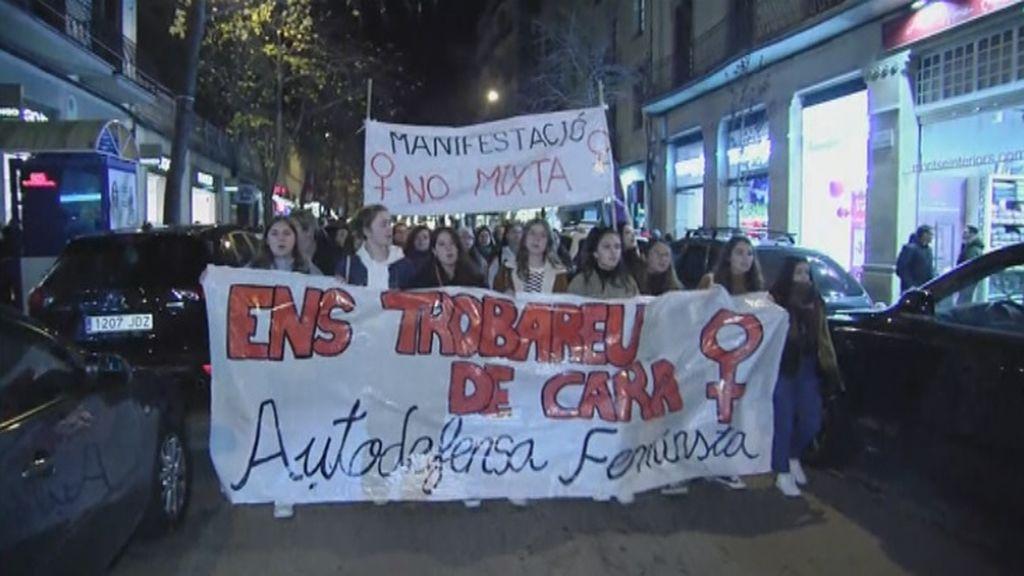 """Manresa se manifiesta contra la violencia sexual, un problema cuyo origen """"está en la educación"""""""