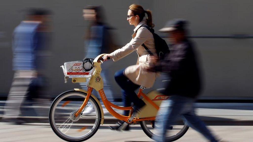 Las mujeres españolas pedalean más que los hombres para ir al trabajo