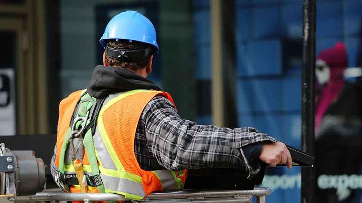 El coste labora por trabajador aumenta un 2,2% en el tercer trimestre y acumula nueve trimestres de subidas