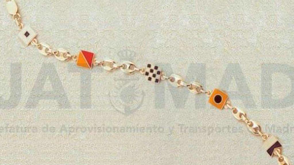 Muestrario de joyas adquiridas para regalar por el Ministerio de Defensa