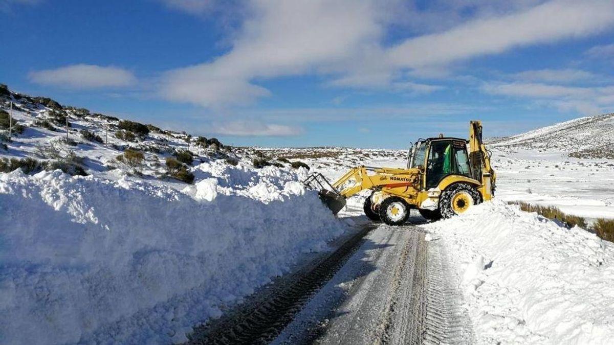 Las nevadas complican la circulación en el norte: cerradas más de 15 vías en Asturias y León