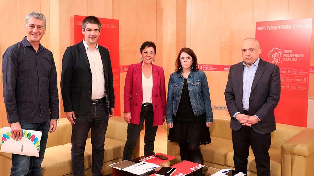 Bildu pide al PSOE una revisión de la política penitencia y la autodeterminación en su primer encuentro oficial