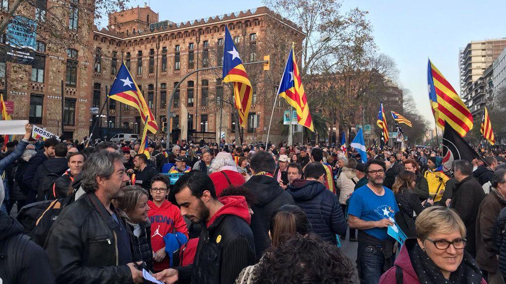 """Tsunami corta las calles alrededor del Camp Nou: """"Empieza el partido de la gente"""""""