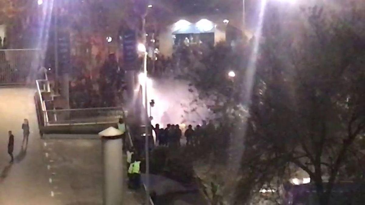 Radicales de Tsunami Democratic intentan entrar al Camp Nou forzando una de las puertas del estadio