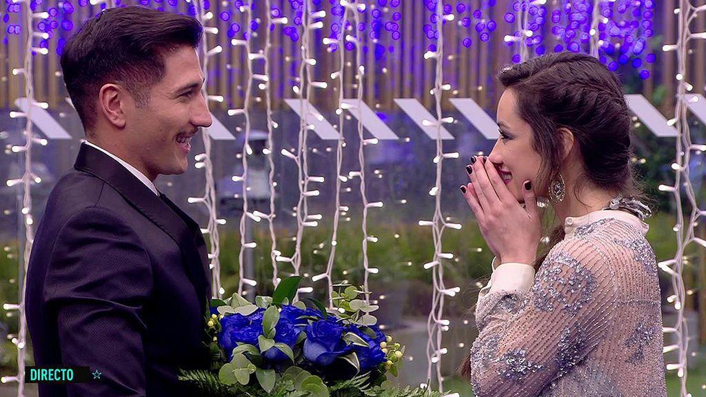 Gianmarco propone a Adara formalizar su relación entre besos