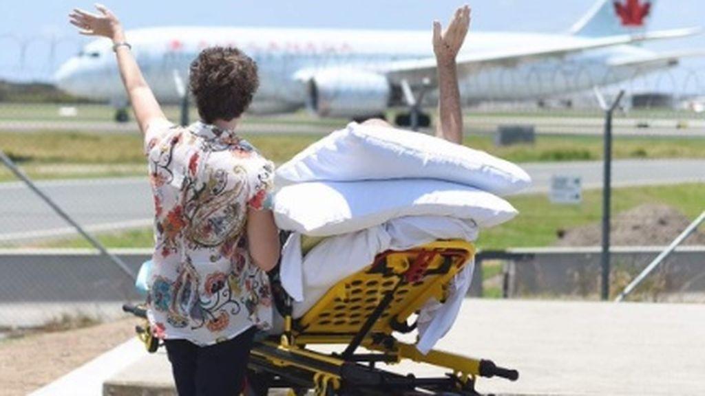Un piloto en cuidados paliativos cumple su último deseo: volver a ver aviones despegar y aterrizar