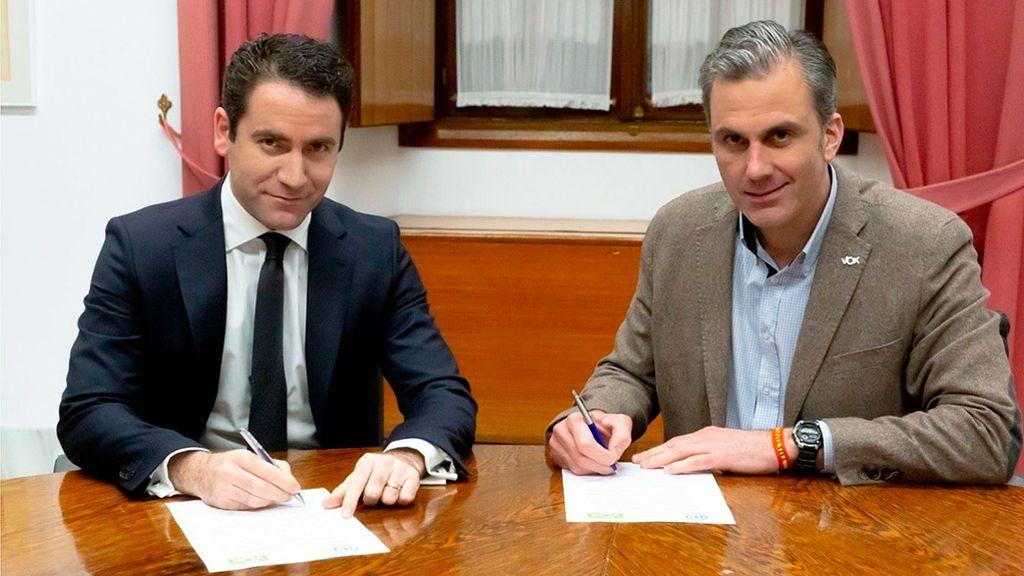 García Egea y Ortega Smith firman el acuerdo de investidura en Andalucía