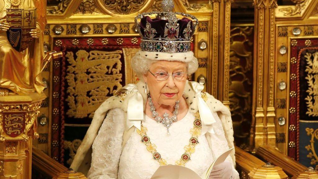"El discurso de la reina de Inglaterra inaugura la ""Era Johnson"""