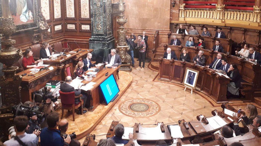 El Ayuntamiento de Barcelona exige la libertad de Junqueras con el voto del PSC en contra