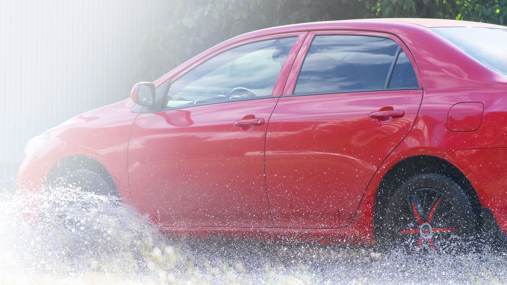 Aquaplaning: cómo reaccionar en el momento en el que pierdes el control del coche