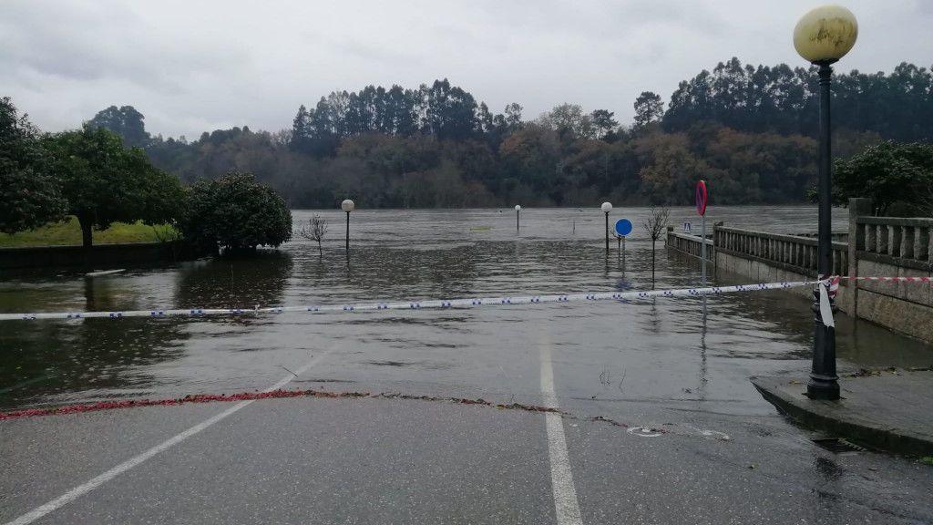 Carretera inundada en Salvaterra