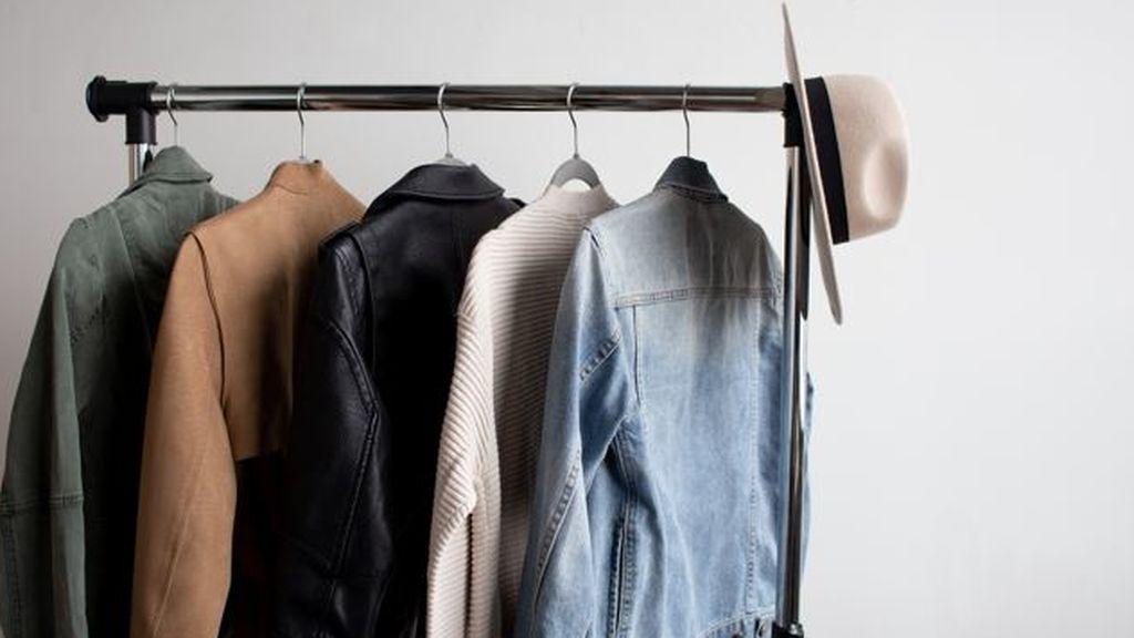 Lavar zapatillas deportivas o prendas con plumas: los consejos para cuidar tu ropa de forma eficiente y sostenible