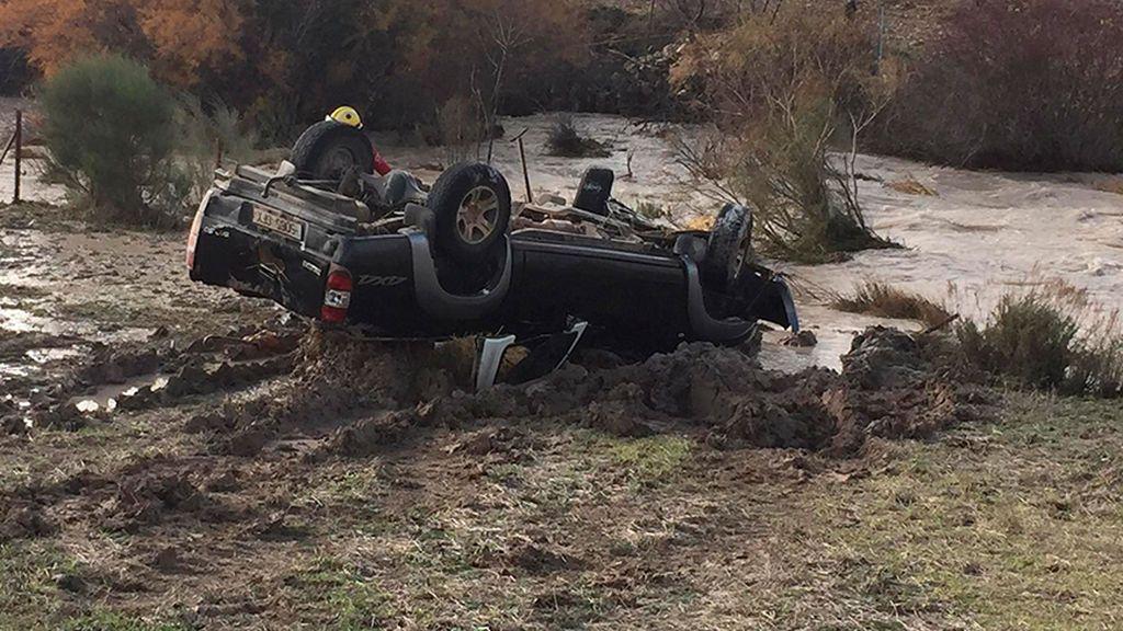 Un fallecido en Granada al ser arrastrado su coche por una riada