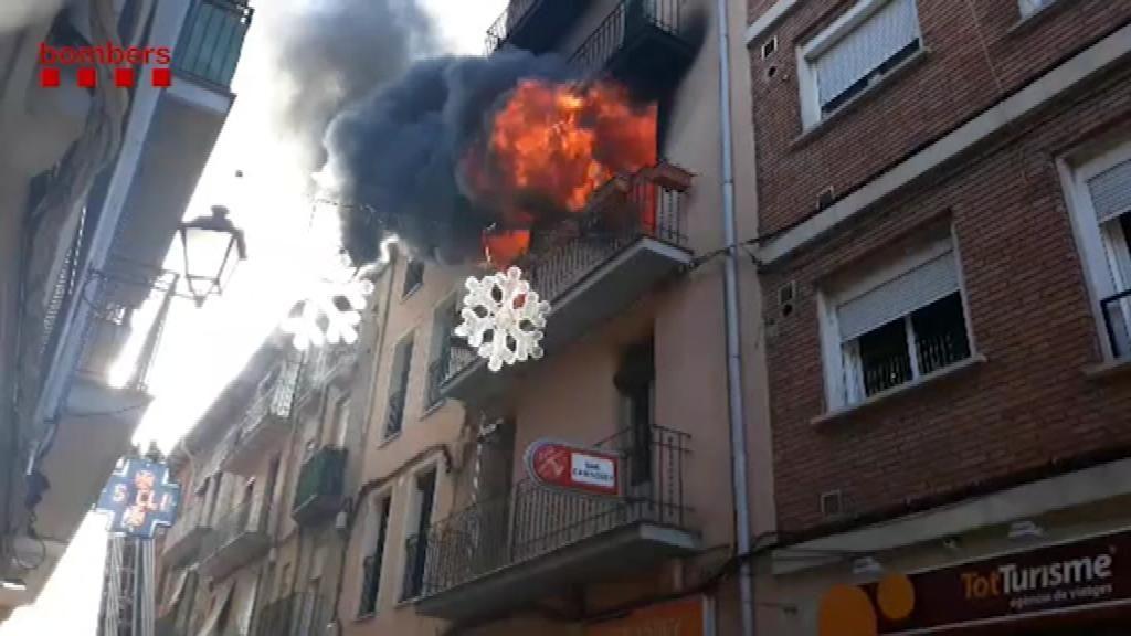 Un incendio deja un herido grave y al menos cuatro familias desalojadas en Barcelona