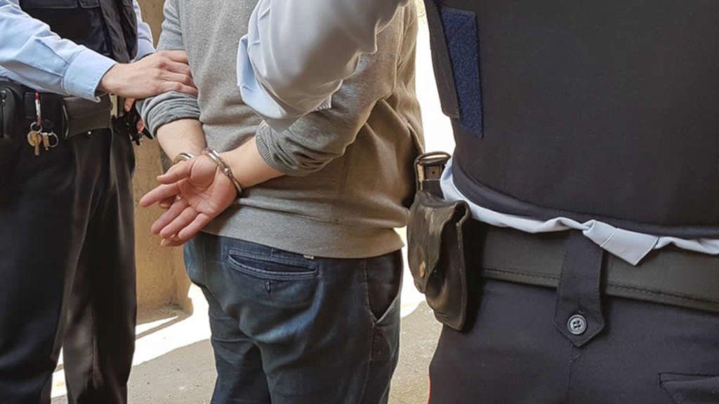 Los Mossos detienen a tres personas por estafar presuntamente con premios de lotería falsos en Barcelona