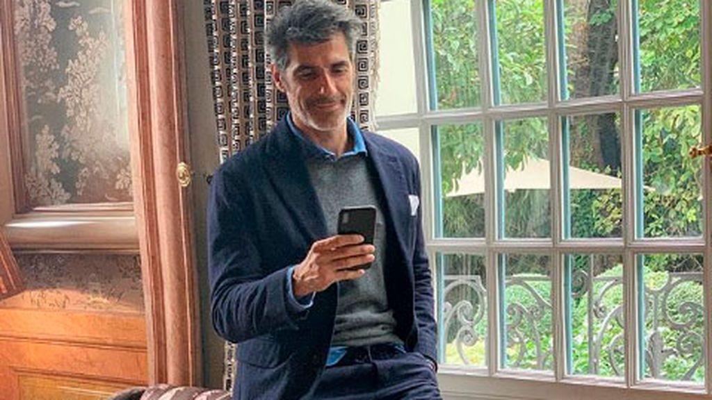 Jorge Fernández, con el móvil