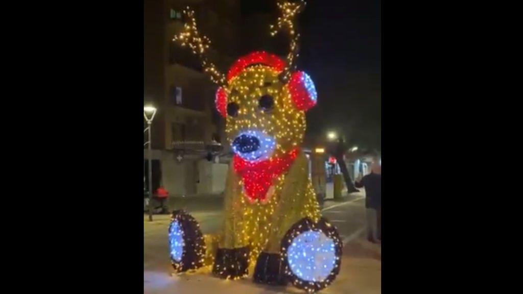 Un reno navideño lanza insultos racistas y frases de mal gusto en Viladecans