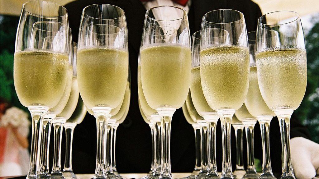 Cava o champagne: guía básica para saber cuál elegir, con qué maridarlos y cómo beberlos