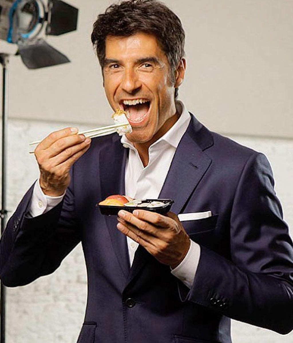 Jorge Fernández, comiendo sushi