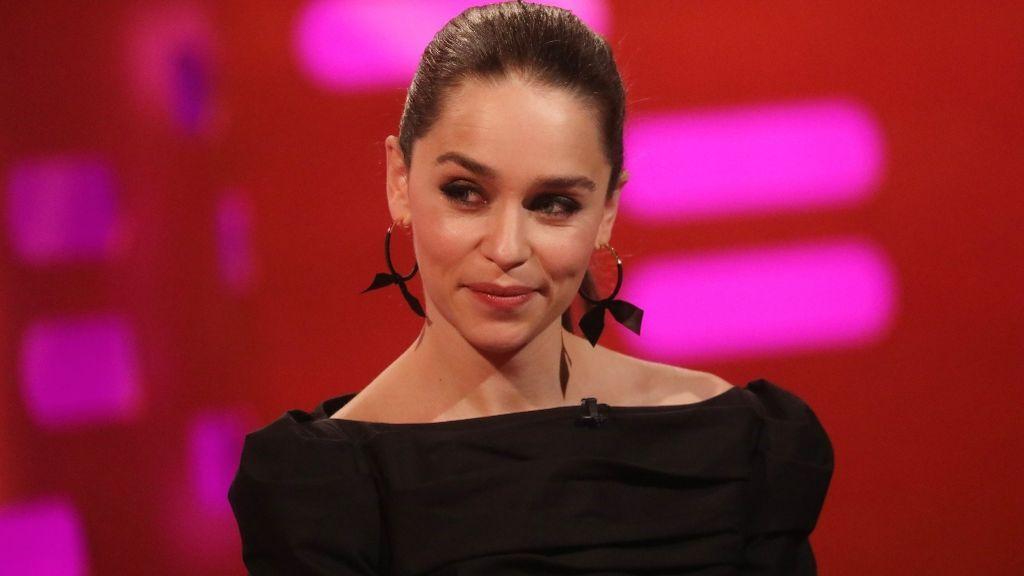 No más selfies con los fans: Emilia Clarke lo decide tras sufrir un ataque de ansiedad en el aeropuerto