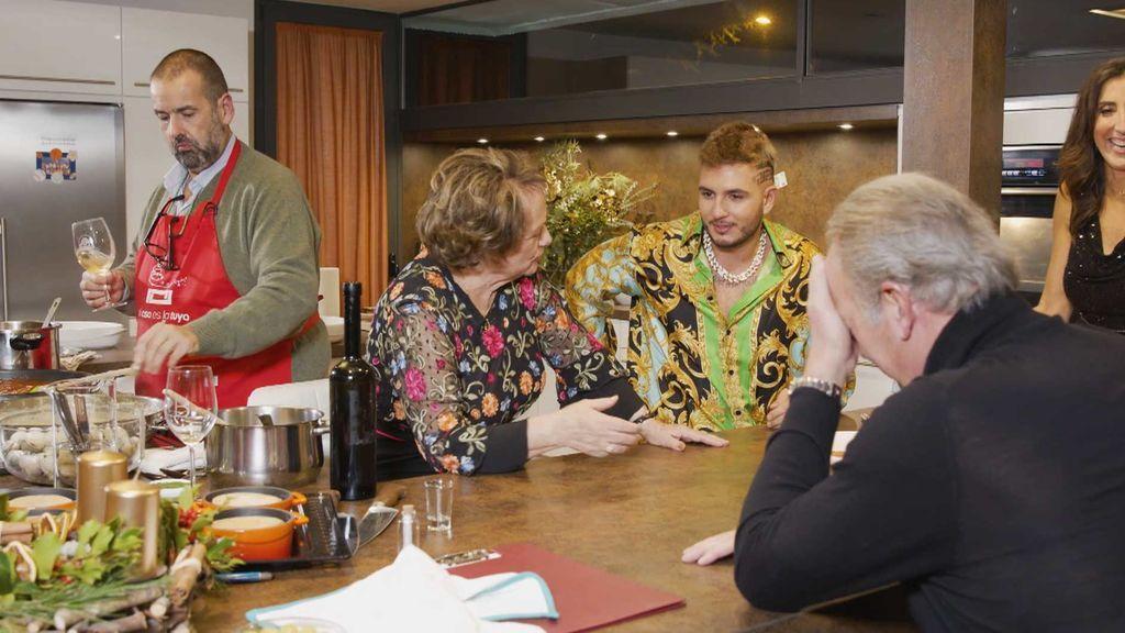 Omar Montes impresiona a todos con el valor de su collar de Oro
