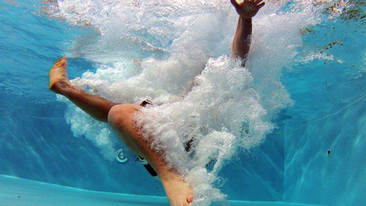 Fallecen un padre y sus dos hijos menores en una piscina de una urbanización de Mijas (Málaga)