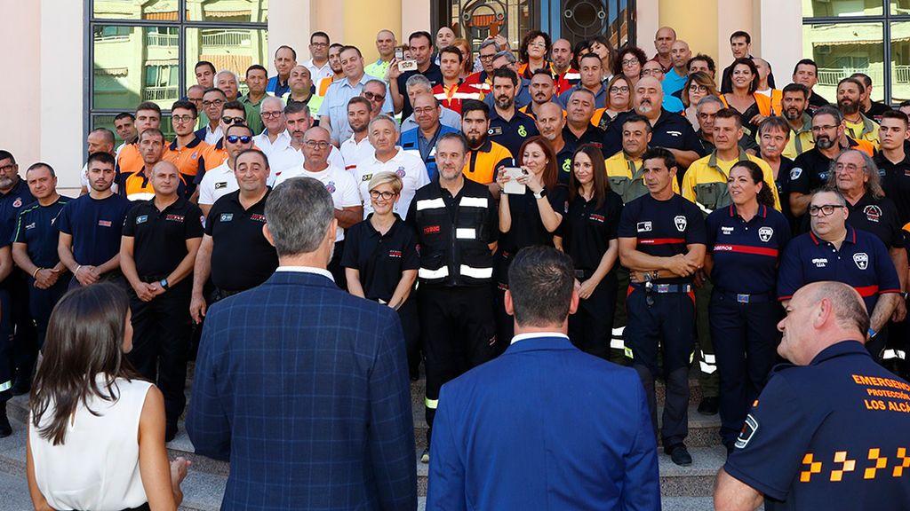Los reyes con los servicios de emergencia tras las inundaciones de Murcia en octubre