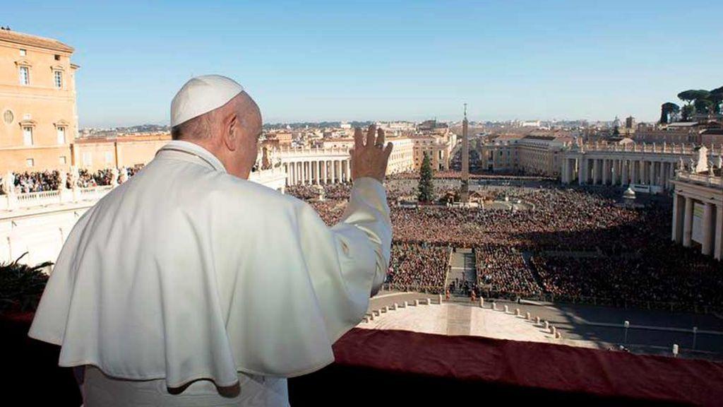 """El Papa invoca la paz  frente a las """"tinieblas"""" de las guerras y el drama de la emigración"""