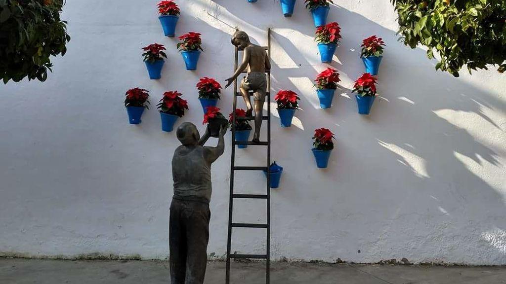 Escultor busca grupo que se subió a su monumento