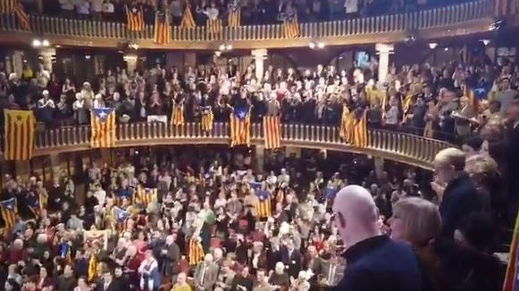 "Tsunami Democràtic reaparece en el Palau de la Música entre gritos de ""¡Libertad!"""