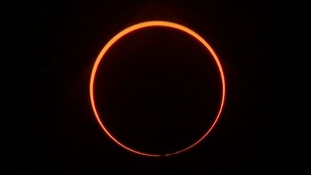 Eclipse anular de Sol: el anillo de fuego que se ha visto en el cielo la noche de Navidad