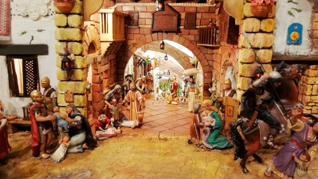 Más de 7.000 figuras componen el belén de Roca