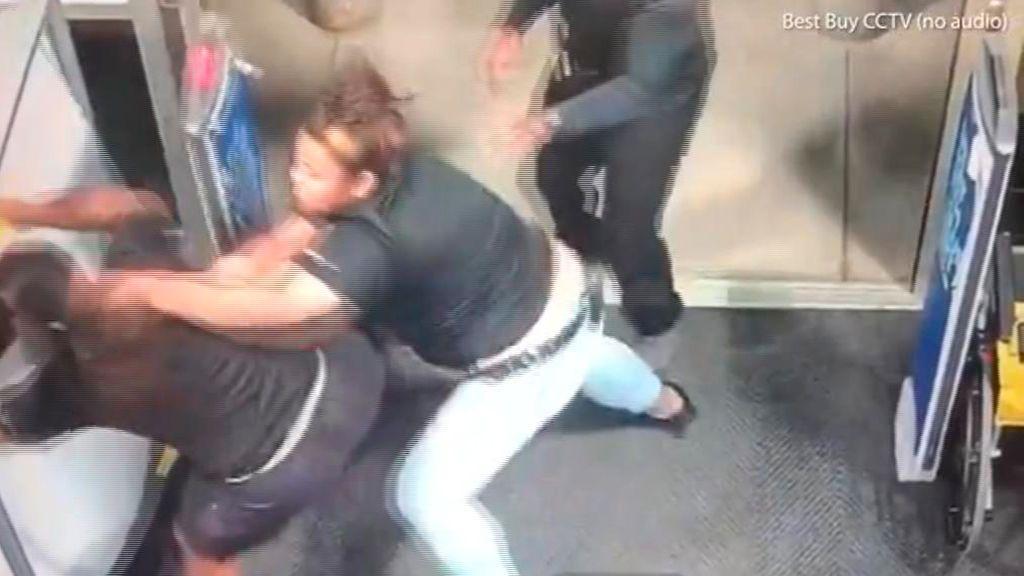 El vídeo viral de la empleada que noquea a un ladrón en Hawái