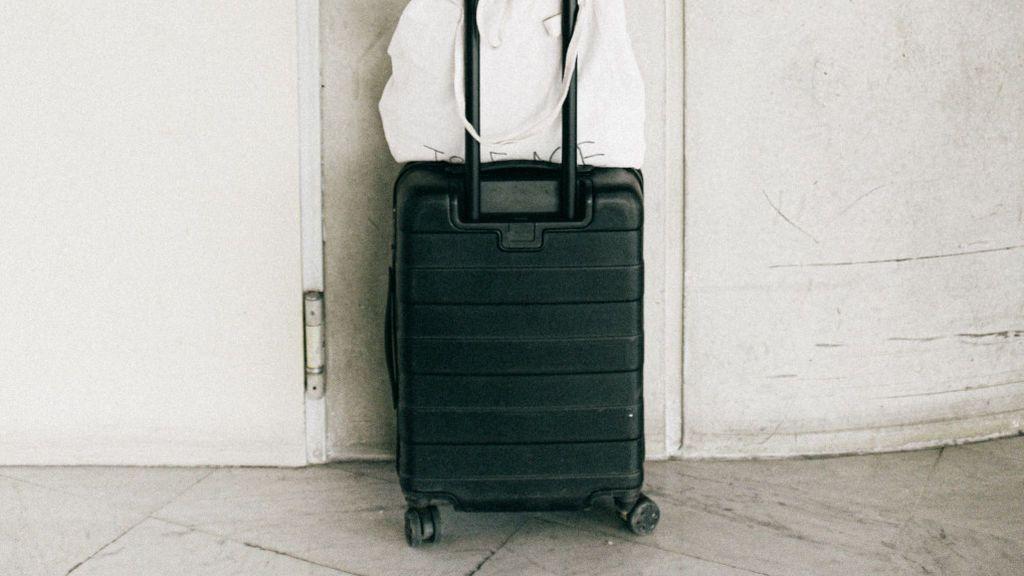 Maletas en la puerta para que sea un año de muchos viajes
