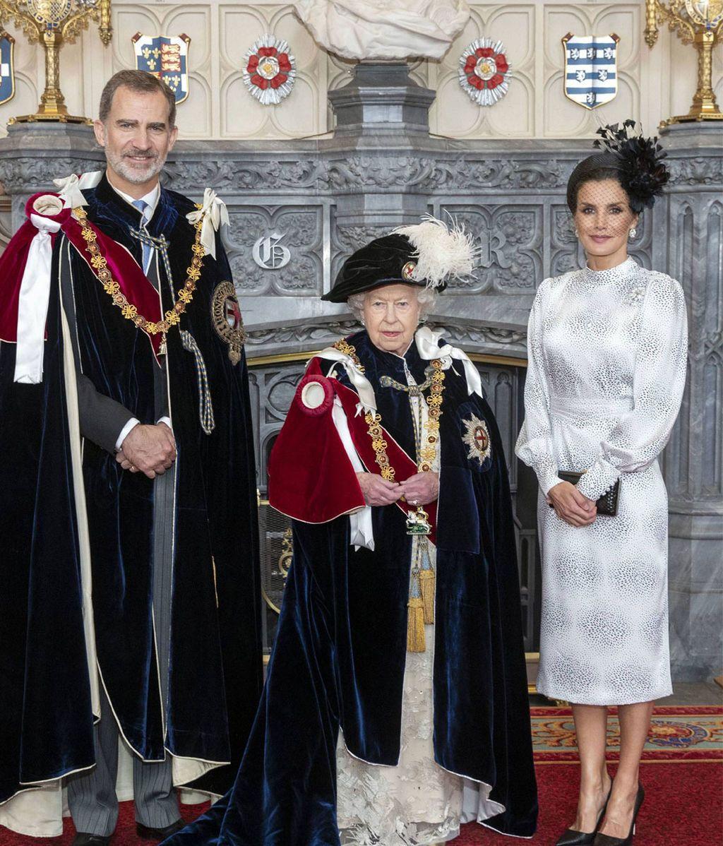 Rey Felipe VI y Reina Letizia con la Reina Isabel II en San Jorge