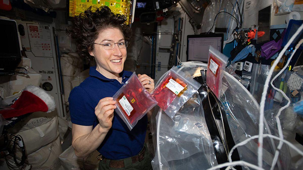 La astronauta Christina Koch se convierte en la mujer que más tiempo ha estado en el espacio