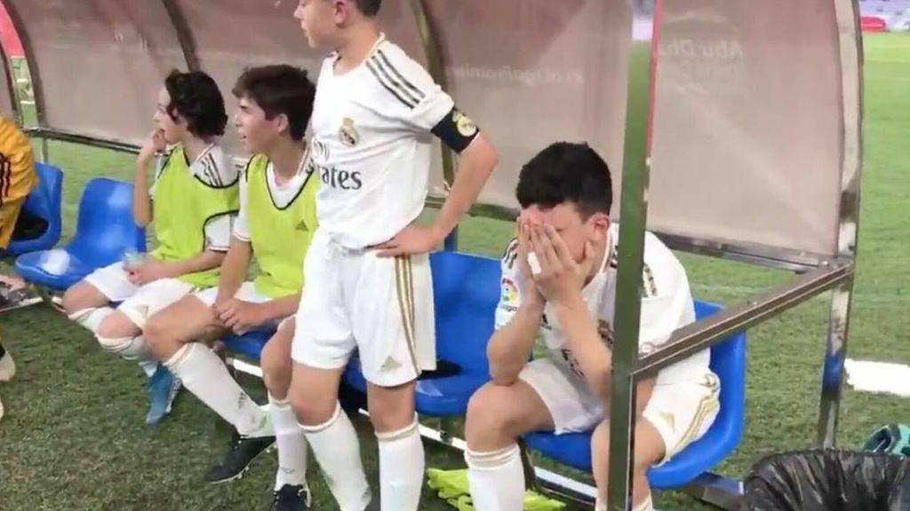 José Antonio Reyes rompió a llorar al acordarse de su padre fallecido tras ganar con el Real Madrid la Liga Promises