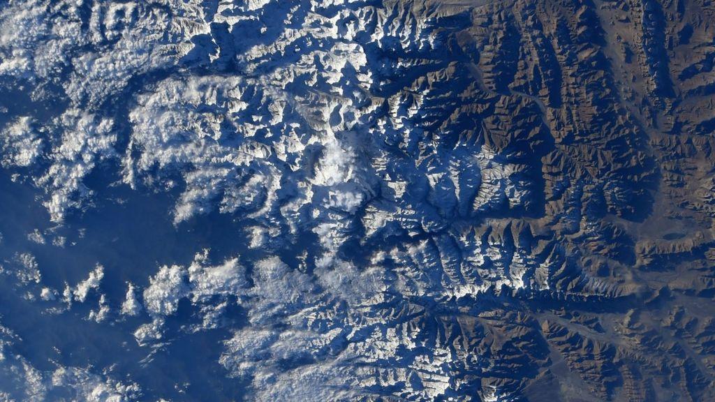 El reto viral de la astronauta Christina Koch: encontrar el monte Everest en una imagen satélite