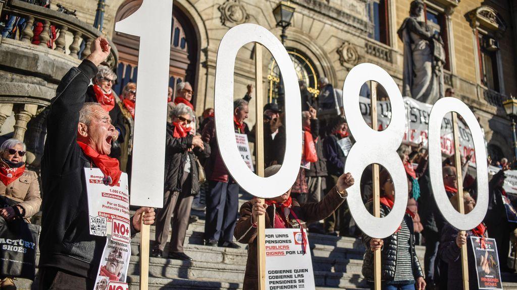 Los pensionistas de Bilbao reivindican unas pensiones dignas en el último lunes del año