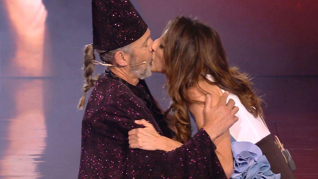 El mago Merlín se reencuentra con su novia Chusa y sorprende con tres números de ilusionismo