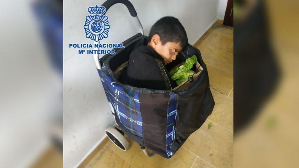 Dos detenidos por intentar pasar a un niño en un carro de la compra por la frontera de Melilla