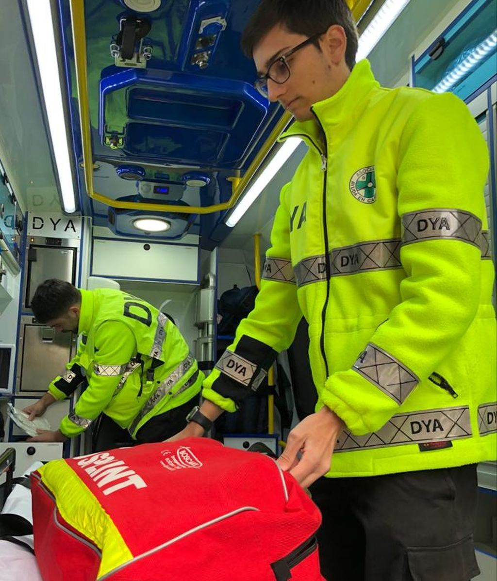 koldo preparando el equipo de emergencias de esta noche