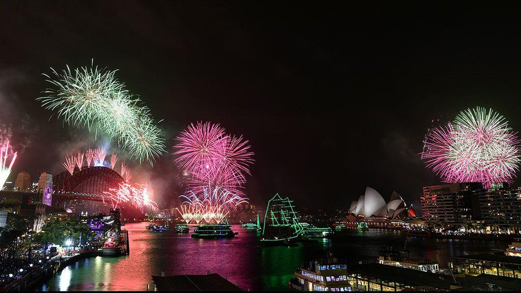 Sydney (Australia) celebra la entrada de año con un inmenso espectáculo pirotécnico a ritmo de música