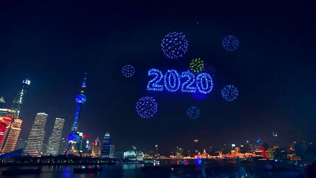 El mundo la bienvenida a 2020