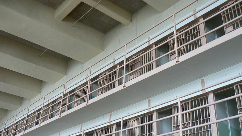 Hallan a un preso muerto en la cárcel de Sevilla