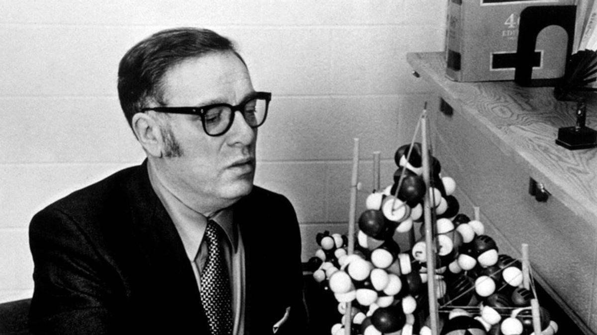 100 años del nacimiento de Isaac Asimov: las cinco frases que describen su visión del mundo