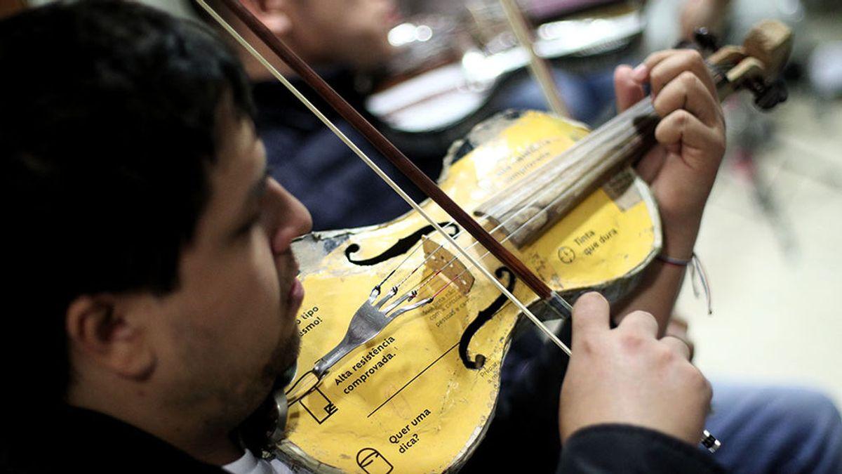 Un concierto solidario de instrumentos reciclados para empezar el año en el Real