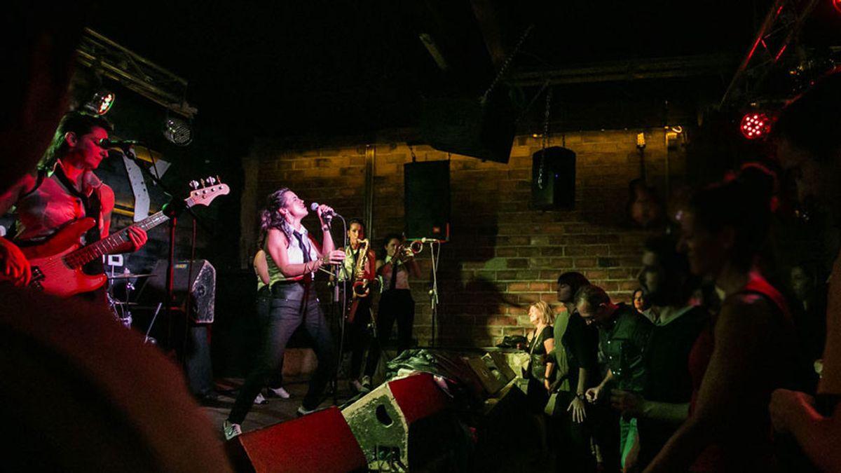 Ruta del rock and roll: recorremos los bares más legendarios que aún siguen abiertos