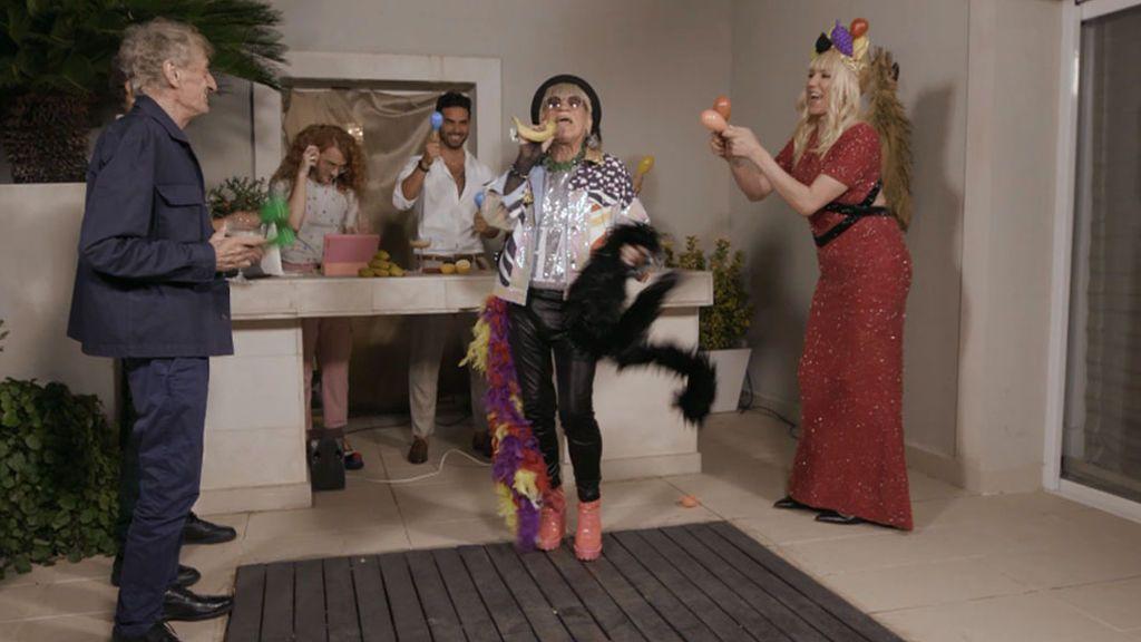"""Topacio sorprende a sus invitados en su fin de fiesta con una actuación de Paco Clavel: """"Es un referente"""""""
