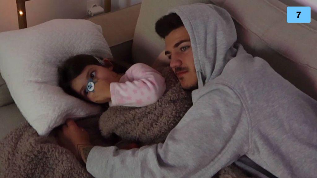 La reacción de Mía al dormir por primera vez en su casa nueva (2/2)